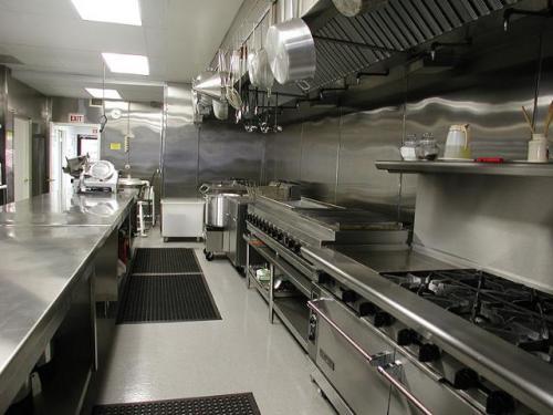 Bếp có nhiều khu để đảm bảo hiệu quả về thời gian chế biến