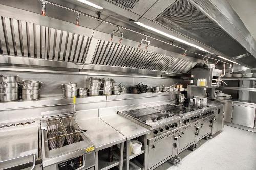 Gia công số lượng lớn thiết bị inox phục vụ hoạt động kinh doanh nhà hàng