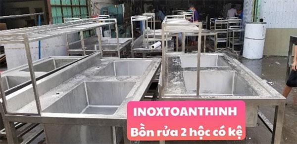 Bồn rửa công nghiệp 2 hộc 1 kệ   inox Toàn Thịnh