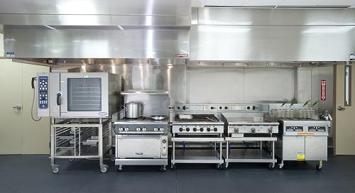Bố trí bếp nhà hàng kiểu dây chuyền sản xuất giúp tiết kiệm không gian nhà bếp