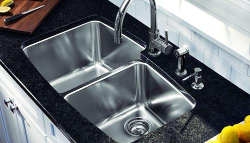 Nước ấm giúp vệ sinh chậu rửa inox sạch sẽ
