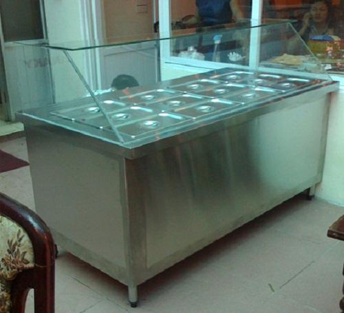 Tủ hâm nóng thức ăn có nhiều khay hâm nóng thức ăn với số lượng lớn