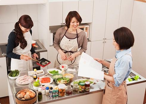 Hâm nóng thức ăn bằng tủ hâm nóng là một cách đơn giản và dễ sử dụng